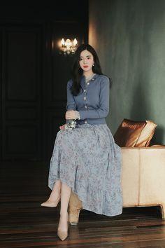 Long Skirt Fashion, Modest Fashion, Fashion Dresses, Elegant Outfit, Elegant Dresses, Beautiful Dresses, Korean Fashion Dress, Asian Fashion, Classy Outfits