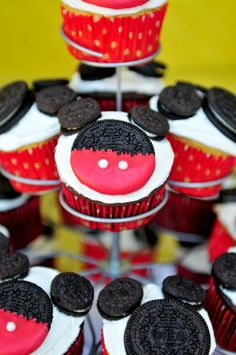 So easy and kid friendly! Gotta make these Mickey cupcakes with Dawson this week and let him help, how cute! And he loves Oreos!