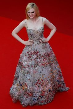 US actress Elle Fanning poses as she arrives on May 2017 for the Anniversary' ceremony of the Cannes Film Festival in Cannes, southern France. Elle Fanning, Nice Dresses, Prom Dresses, Formal Dresses, Long Dresses, Reign Fashion, Us Actress, Designer Evening Dresses, Cannes