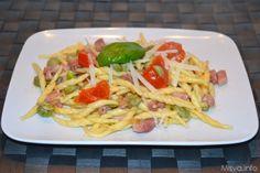 Pasta con le fave e pancetta. Scopri la ricetta: http://www.misya.info/2013/04/27/pasta-con-le-fave-e-pancetta.htm
