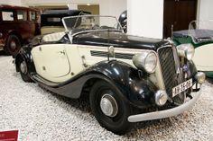 Praga Lady (1936) s čtyřdobým čtyřválcem SV umístěným podél za přední nápravou. Zdvihový objem 1 661 cm3, výkon 25,7 kW, maximální rychlost ...