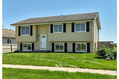 309 W 18th Pl, Indianola, IA 50125. 4 bed, 2 bath, $137,500. Great Indianola remo...