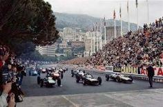 1962 Monaco Grand Prix, Monte Carlo : Start 1-Jim Clark, Lotus Climax 25 #18, Team Lotus  2-Graham Hill, BRM P261 #10, Owen Racing Organization.  3-Bruce McLaren, Cooper T60 #14, Cooper Car Company (winner) 4-Willy Mairesse, Ferrari 156 #40, Scuderia Ferrari.  5-Dan Gurney, Porsche 804 #4, Porsche System Engineering.  6-Jack Brabham, Lotus 24 #22, Brabham Racing Organization. (ph: conceptcarz.com)