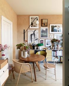 The Socialite Family ( Interior Design Inspiration, Home Decor Inspiration, Braun Design, Socialite Family, Online Home Decor Stores, Cheap Home Decor, Decorating Your Home, Decoration, Living Spaces