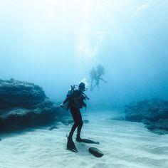 Floating scuba divers #ocean #waves #underwater #sea #scuba #diving #blue #colors #shades #blend #blue #green #summer #deep #sand #minimal #photography #adventure #explorenature #discoverearth