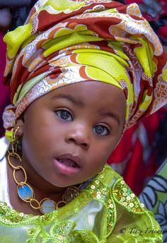 Nigeriana                                                                                                                                                                                 Más