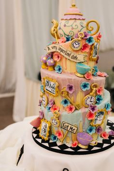 Take a peek down the rabbit hole at this Alice in Wonderland wedding at the picture perfect Clonabreany House. Alice In Wonderland Tea Party Birthday, Alice In Wonderland Cakes, Alice In Wonderland Wedding Dress, Wonderland Party, Pretty Cakes, Beautiful Cakes, Amazing Cakes, Crazy Cakes, Cupcakes