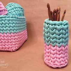 И даже стаканчик для крючков, например ☺️ #трикотажнаяпряжа #tshirtyarn #tyarn #тпряжа #вязание #вязаниекрючком #handmade #crocheting #knitting #mariamadeit #mint #pink #вяжутнетолькобабушкиноимаша
