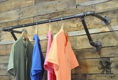 Portant vetement style vintage industriel agencement de magasin pinterest industriel - Portant vetement bois ancien ...