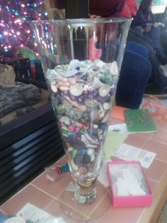 This is a great idea foe a birthday party or an anniversary get a glass vase and have all the invited guest to bring 50 items if its a 50th birthday or 50th anniversary and put them in the vase for a keepsake for the special persons event. Like buttons or Bobby pins or shells or paper clips etc. Surprise Birthday, 50th Birthday Party, Birthday Ideas, Anniversary Parties, 50th Anniversary, 50th Party, Holiday Parties, Sweet 16, Bobby Pins