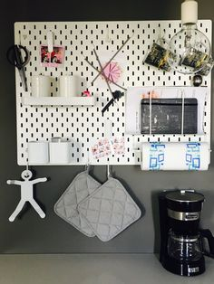 #skådis #skådisikea #ikea #ikeaskådis #skadis #skadisikea #memoboard #pegboard #meshboard #moodboard #bacheca #office #kitchen #cucina #ufficio #lavagna #board  La mia lavagna in cucina...fantastica! My kitchen board....amazing!