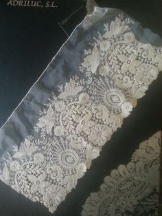 Lace 176 Richelieu big width.  The colours are ivoire, white and beig.