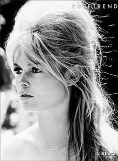 La coiffure culte de la semaine : la demi-queue de Brigitte Bardot – 1960