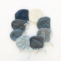 No photo description available. Finger Crochet, Diy Crochet And Knitting, Crochet Bebe, Baby Hats Knitting, Knitting For Kids, Baby Knitting Patterns, Knitted Hats, Stitch Patterns, Knitted Baby Clothes