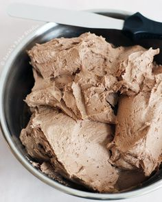 Chocolate American Buttercream – creamy and deliciously chocolaty this smooth American Buttercream is the perfect frosting for the chocolate lover in you! Frosting Recipes, Cupcake Recipes, Baking Recipes, Cupcake Cakes, Dessert Recipes, Frosting Tips, Pastry Recipes, Fondant Cakes, Chocolate Lovers