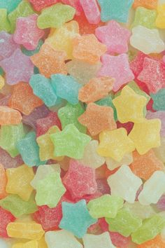 make your own edible wallpaper with candy/marshmallows/cereal/gumdrops/etc & sugar paste. track up on walls, than pick/peel/eat Foto Fantasy, Food Wallpaper, Wallpaper Gallery, Iphone Wallpaper, Rainbow Aesthetic, Photocollage, Best Candy, Colorful Candy, Candy Shop