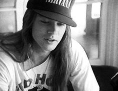 Axl Rose wearing a Nirvana hat before the whole feud. He eventually burned it on stage in 1992 at one GNR show.