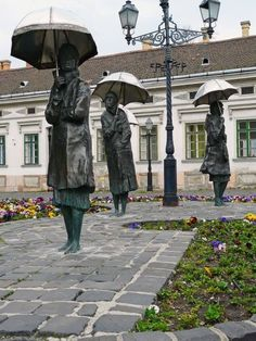 Women with umbrellas: bronze statues by Imre Varga in Obuda, Budapest, Hungary. Took pictures with these ladies :) Statue Art, Milan Kundera, Statue En Bronze, Capital Of Hungary, Ladies Umbrella, Hungary Travel, Hungary Food, Sculpture Metal, Art Sculptures