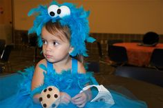 Different Cookie Monster costumes, including those for infants, pets, and adults. Halloween 2014, Diy Halloween Costumes, Holidays Halloween, Baby Halloween, Halloween Crafts, Halloween Ideas, Costume Ideas, Cookie Monster Costume Toddler, Monster Inc Costumes