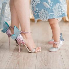 Mom & daughter love Mother Daughter Art, Daughter Love, Wing Shoes, Dad Baby, Cute Funny Babies, You Bag, Beautiful Babies, Little Babies, Simple Style