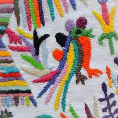 ESTE JUEVES 8 de octubre a las 19:30 h presento #caminoatenango (en México hay fantasmas y nada) #estudioGimenaRomero #bordadostenangos #thuleediciones #álbumliterario #ilustracióntextil