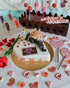 Saatnya cari cake dan coklat nih buat Valentine. Pas banget di @BaliBakeryOfficial ada banyak pilihan cake dan coklat yang lucu dengan design yang cocok buat dijadikan bingkisan Valentine.  Kalau soal rasa pastinya ga perlu diragukan lagi pengalamannya kan sudah bertahun. Yuk buruan ke Bali Bakery Kuta langsung pilih cake dan coklat favorit kamu. --- Bali Bakery Kuta Jalan Raya Kuta Kuta Bali --- #Foodcious #BaliBakery #valentinesdayinspo #sweettreat #kulinerkuta