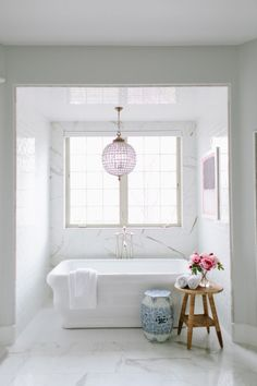Stand-alone tub in f