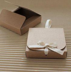 Your place to buy and sell all things handmade - Premium Kraft Gift Box Kraft Square box Note pad box Small La mejor imagen sobre diy para tu gusto - Diy Gift Box, Diy Box, Diy Gifts, Small Gift Boxes, Small Gifts, Jewelry Packaging, Gift Packaging, Kraft Gift Boxes, Box Design