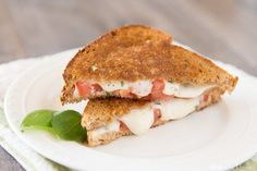 This tasty grilled caprese sandwich is perfect for lunch or dinner. It takes only a few minutes to prepare and is warm and delicious! Caprese Sandwich Recipe, Grill Cheese Sandwich Recipes, Grilled Cheese Recipes, Grilled Sandwich, Sprouted Whole Grain Bread, Ultimate Grilled Cheese, Tomato Bread, Grilling Sides