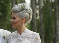 Aren't a fan of flowers? Go for succulents, greenery or air plants! Air plants are perhaps the most uncommon way to rock plants on your big day and they . Floral Hair, Floral Crown, Wedding Hair And Makeup, Bridal Hair, Curly Mohawk, Amazing Weddings, Wedding Styles, Wedding Ideas, Wedding Stuff