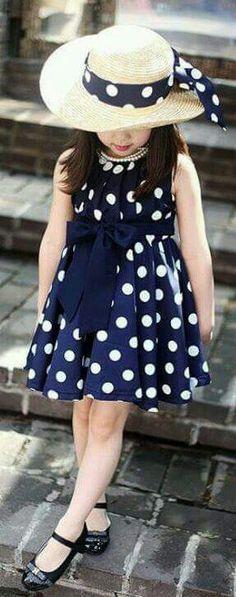 Vestido de niña azul con lunares