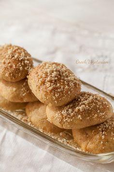 Melomacarona (Greek Honeyed Biscuits)- Needs measurement conversions. Greek Sweets, Greek Desserts, Greek Recipes, Lebanese Recipes, Donut Recipes, Cookie Recipes, Dessert Recipes, Moussaka, Greek Cookies