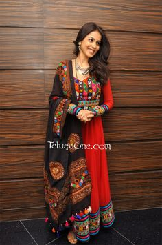 Totally digging Genelia D& look at Naa Ishtam& audio success party. Wearing a suit from Nishka Lulla& Nisshk collection and tribal . Frock Design, Kurta Designs, Pakistani Outfits, Indian Outfits, Emo Outfits, Indian Attire, Indian Wear, Collection Eid, Kids Frocks Design