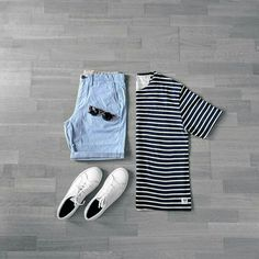 Perfect Summer Capsule Wardrobe Outfit. Download capsule wardrobe guide now.