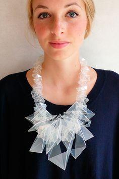 Judit Pschibl, Necklace of Polypropylen © Contemporary Jewellery, Modern Jewelry, Jewelry Art, Jewelry Accessories, Fashion Accessories, Jewelry Design, Fashion Jewelry, Diy Schmuck, Schmuck Design