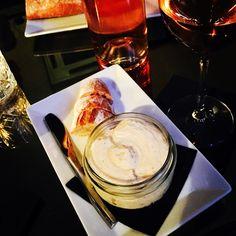 Un bon petit tarama à la truffe à la Compagnie Des Vins Surnaturels, Paris 6 pour finir le weekend ;) A very tasty tarama with truffles at  Compagnie Des Vins Surnaturels, Paris 6th, to finish well the weekend ;) #parisianblackbook #compagniedesvinssurnaturels #tarama #truffles #foodlover #parisblogger #lefooding #ttbon #foodblog #foodblogger
