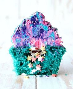 Galaxy Cupcake - Cosmic Food Creations That Are Stunningly Galactic - Photos