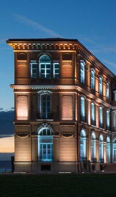 © FLUX LIGHTING. Produits utilisés : X-LINE³. Palais du Pharo, Marseille (France). Concepteur : Elaeïs. Installateur : Citéos Santerne.