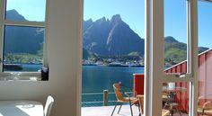 locatie 3 ballstad lofoten. Deze moderne appartementen zijn gevestigd in traditionele vissershuisjes.