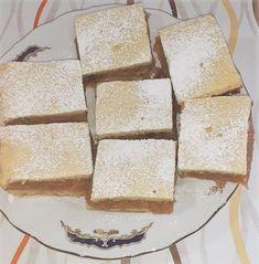 Această rețetă de prăjitură cu mere nu doar că este absolut delicioasă, dar te și ajută să faci economie. Se prepară foarte ușor, nu dai o avere pe ingrediente și te bucuri de aroma de toamnă. No Cook Desserts, Cornbread, Dairy, Cheese, Cooking, Ethnic Recipes, Food, Millet Bread, Kitchen
