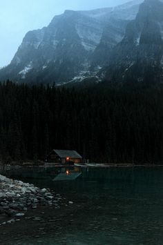 astratos:    Log cabin by the lake  |  Pierre Leclerc