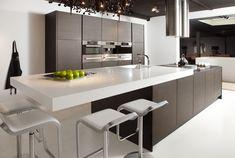 Artwork of Wenge Kitchen for Aristrocratic Fashion Trend – New Idea Modern Kitchen Cabinets, Kitchen Interior, Luxury Kitchens, Cool Kitchens, Kitchen Living, New Kitchen, Home Lighting Design, Appartement Design, Kitchen Views