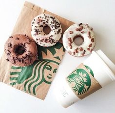 Inspiring image breackfast, coffee, donuts, starbucks by olga_b - Resolution - Find the image to your taste Starbucks Gift Card, Starbucks Drinks, Starbucks Art, Starbucks Recipes, Starbucks Calories, Starbucks Frappuccino, Milk Shakes, Photo Pour Instagram, Glace Fruit