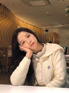 Kim Jennie, South Korean Girls, Korean Girl Groups, Blackpink Fashion, Fashion Looks, Cool Girl, My Girl, Black Pink ジス, Ft Tumblr