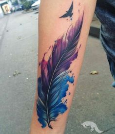 ▷ Ideas and inspirations for a cool feather tattoo- ▷ 1001 + Ideen und Inspirationen für ein cooles Feder Tattoo tattoo bird, watercolor tattoo on arm, feather and flying bird -