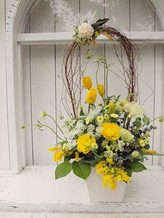 薬膳のお店へのお祝いです。 このデルフィニウムのブルーがお店のカラー。 オランダ... Ikebana Flower Arrangement, Church Flower Arrangements, Floral Arrangements, Funeral Tributes, Cascade Bouquet, Table Flowers, Flower Decorations, Planting Flowers, Diy And Crafts