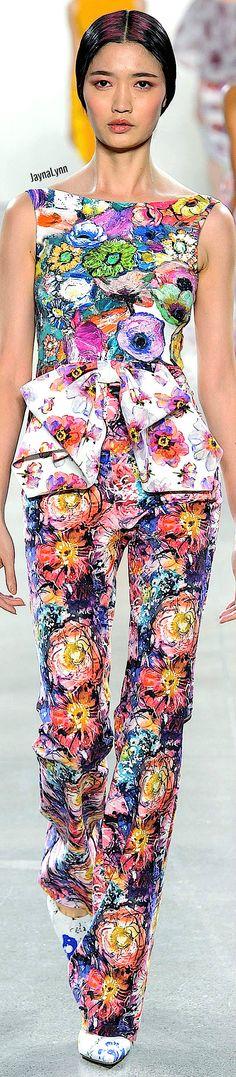 Chiara Boni La Petite RTW Spring 2019 Floral Fashion, All Fashion, Spring Fashion, Womens Fashion, Fashion Trends, Crazy Colour, Fancy Pants, Peta, Color Mixing