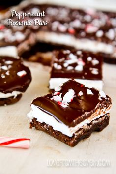 Peppermint Brownie Bar Recipe & a link to 49 other peppermint recipes Holiday Baking, Christmas Desserts, Christmas Treats, Christmas Baking, Christmas Recipes, Christmas Goodies, Christmas Candy, Holiday Treats, Holiday Recipes