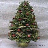 kerstboom maken als versiering voor kerst versieren kerstbomen knutselen hobby kerstboompje cursus bloemstuk bloemschikken bloemstukje kerst kerststuk kerststukje kerststukjes