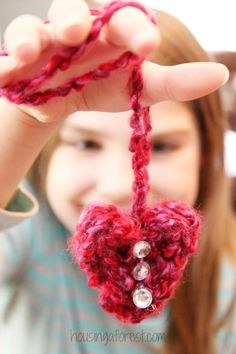 Finger knitting Heart Necklaces ~ easy Valentine Crafts for Kids